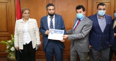 وزير الرياضة يُـكرم منتخب مصر لرفع الأثقال للمكفوفين