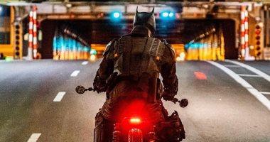 صور جديدة من وراء الكواليس لـ Batman فى مدينة جوثام بدراجته النارية