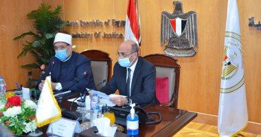 عمر مروان يفض اشتباك وزير الأوقاف ومسئولى الإصلاح الزراعى بسبب أراضٍ مستردة