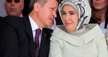 إنها حقا عائلة فاسدة.. زوجة أردوغان سيدة الفساد الأولى فى تركيا.. أقاربها فى أعلى المناصب السياسية.. من ينتقدها مصيره السجن.. أثارت الجدل بتصريحات عن الخلافة.. وحقيبتها الفرنسية الثمينة أثارت غضب الأتراك