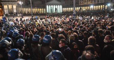 الفوضى تعم إيطاليا بعد احتجاجات ضد إغلاق كورونا.. صور