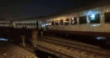 السكة الحديد: استئناف قطار الإسكندرية رحلته بعد فصل عربتين خرجتا عن القضبان