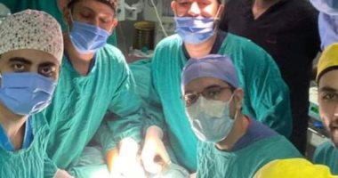 تقويم اعوجاج ساقي طفل منعه من المشي 4 سنوات في جراحة نادرة بمستشفي طنطا التعليمى
