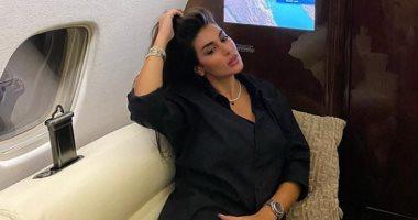 ياسمين صبرى من داخل الطائرة أثناء عودتها من الجونة.. صورة