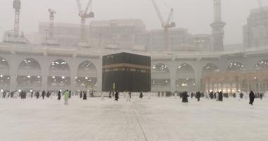 السعودية نيوز |                                              أمطار غزيرة على المسجد الحرام والمعتمرون يواصلون أداء مناسكهم