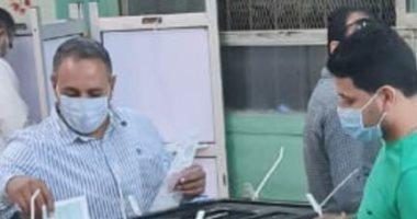 تيسير مطر يدلى بصوته فى الانتخابات البرلمانية بدائرة دار السلام