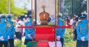 مدغشقر تستعيد تاجًا لعرش ملكى بعد عرضه فى فرنسا 110 أعوام.. إيه الحكاية؟