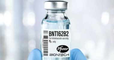 لقاح فايزر يتخطى حاجز السباق بإعلان نتائج التجارب بنجاح 90%.. 13لقاحا لكورونا تدخل السباق.. فايزر تستعد لإنتاج 1.3مليار جرعة نهاية 2021..مودرنا تسعى للموافقة للاستخدام الطارئ..وجونسون تعد بإنتاج مليار جرعة 2021