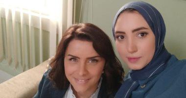 """هبة حسن بـ""""الحجاب"""" مع نور وخالد سليم فى كواليس مسلسل """"جمال الحريم"""".. صور"""