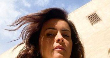 الفنانة اللبنانية نور تستقبل فصل الشتاء بصور تحت أشعة الشمس