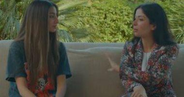 """منى زكى وابنتها لى لى يكشفان كيفية التعامل مع """"المتنمرين"""" على السوشيال"""
