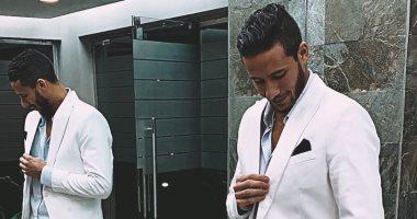 """رمضان صبحى يرقص على """"يوم تلات"""" لعمرو دياب فى حفل زفاف أحد أصدقائه.. فيديو"""