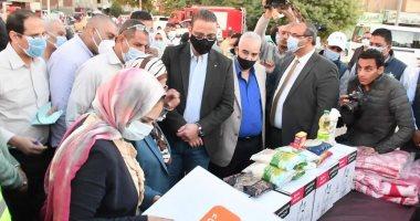 """محافظ الفيوم يتفقد قافلة المواد الغذائية المقدمة من """"صندوق تحيا مصر"""""""