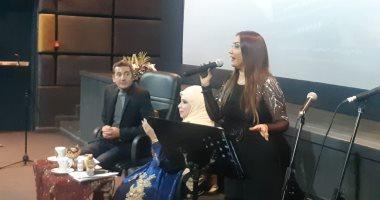 المطربة نهلة خليل تهدى الراحل محمود مرسى أغاني فى صالون مديحة حمدى الثقافى
