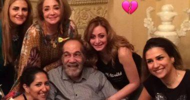 آخر ظهور للنجم الكبير  محمود ياسين وسط عائلته قبل رحيله.. صورة