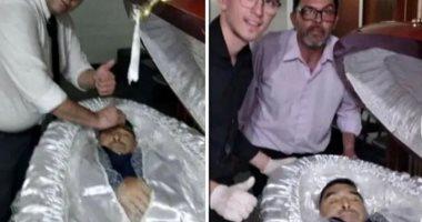 صور تظهر وجه مارادونا يرقد فى التابوت قبل مراسم دفنه بالأرجنتين
