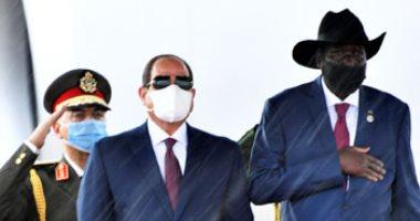 """الرئيس يصل جنوب السودان فى زيارة تاريخية.. """"سلفا كير"""" يستقبل السيسى بمطار العاصمة جوبا.. ومتحدث الرئاسة: الجانبان يناقشان أهم التطورات السياسية الخاصة بالقضايا الإقليمية والقارية ذات الاهتمام المشترك"""