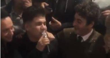 """عمر كمال يغنى """"انزل يا جميل"""" فى عيد ميلاد حميد الشاعرى.. فيديو وصور"""