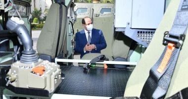 الرئيس السيسى يتفقد عددًا من نماذج المركبات متعددة الاستخدام.. صور