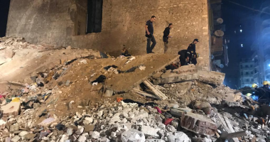 صورة انهيار عقار بمحرم بك واستخراج طفل من تحت الأنقاض والبحث عن 9 مفقودين