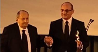 تصفيق حار لـ وحيد حامد فى تكريمه بمهرجان القاهرة السينمائي.. فيديو وصور