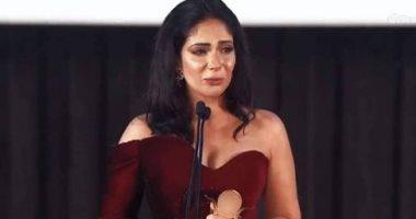 ريهام عبد الغفور وسوسن بدر عن تكريم منى زكى: تستحقى آلاف التكريمات