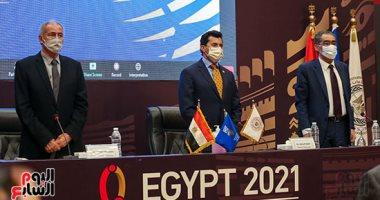 وزير الرياضة يكرم حسن مصطفى على هامش مؤتمر إعلان خطة كأس العالم لليد