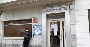 فندق فارغ من السياح فى باريس يتحول إلى مأوى للمشردين بسبب كورونا