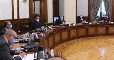 """صور.. رئيس الوزراء يتابع موقف تنفيذ مشروعات شركة """"تنمية الريف المصرى الجديد"""""""