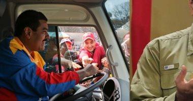 رئيس فنزويلا يتعهد بالعمل سائقا لباص إذا خسر حزبه الانتخابات النيابية