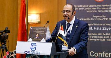 رئيس لجنة مكافحة كورونا: متلقى اللقاح عرضة للإصابة بين الجرعتين