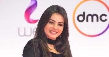 """دينا فؤاد تتألق على """"الريد كاربت"""" بإطلالة جذابة فى ختام مهرجان القاهرة السينمائى"""
