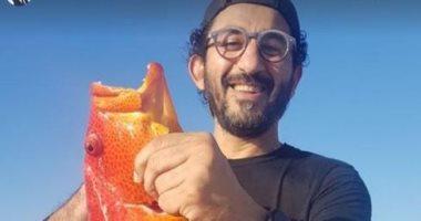 السعودية نيوز |                                              الفنان أحمد حلمى يستمتع برحلة صيد بحرية فى 10 صور