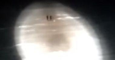 كاسحة جليد روسية تنقذ صيادين علقوا على جبل جليدى فى بحر كارا.. فيديو