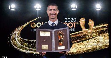 رونالدو يتسلم جائزة القدم الذهبية