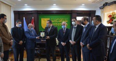 السعودية نيوز |                                              وفد نقابة المهندسين بالإسكندرية يهنئ عبدالعزيز قنصوة لتعيينه رئيساً للجامعة
