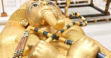 شاهد تابوت توت عنخ آمون قبل نقله لقاعة الملك الذهبى فى المتحف الكبير