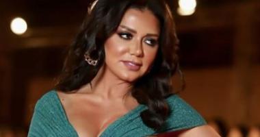 """رانيا يوسف فى كواليس مسلسل """"المماليك""""  بفستان أحمر وسكريبت .. صور"""