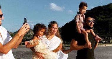 السعودية نيوز |                                              كريسى تيجن تحتفل بالكريسماس فى أجواء عائلية برفقة زوجها وأطفالها.. صور