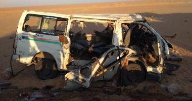 صورة إصابة 4 أشخاص فى حادث انقلاب سيارة أجرة بأسوان