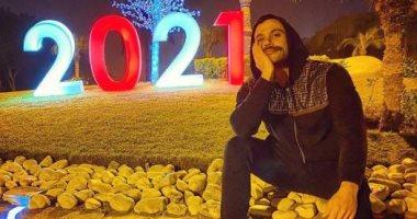 السعودية نيوز |                                              محمد إمام ينتظر قدوم العام الجديد 2021 فى صورة طريفة