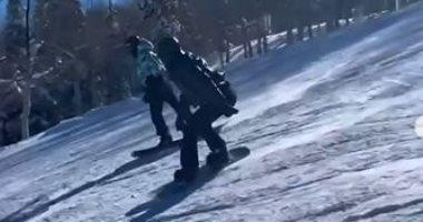 السعودية نيوز |                                              كايلي وكيندال جينر تودعان عام 2020 برحلة تزلج.. فيديو وصور