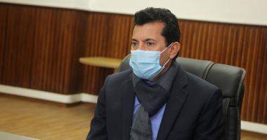 وزير الرياضة يغادر المستشفى بعد حادث الطريق الصحراوى