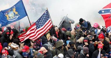 """التطرف العنيف صداع مستمر فى رأس أمريكا.. واشنطن بوست: هجوم الكابيتول يحفز حملة واسعة ضد المتطرفين والقوميين البيض وأصحاب نظرية المؤامرة.. وخبراء يحذرون من عقبات قانونية وسياسية وثقافية تواجه جهود الـ""""FBI"""""""