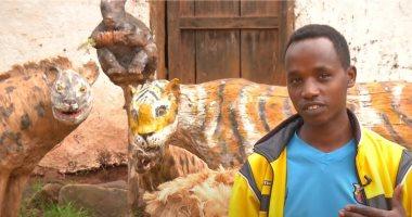 فنان إثيوبي يحول الورق إلى مجسمات لتماسيح وغزلان وطيور .. صور