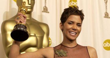 """هالى بيرى: أمر """"محزن"""" عدم فوز أى امرأة سمراء بجائزة الأوسكار منذ 20 عاما"""