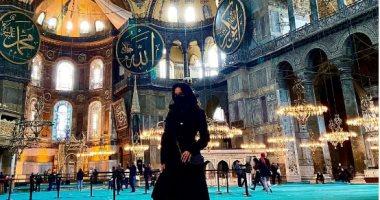 غضب من صورة ممثلة إباحية شهيرة بالنقاب داخل مسجد أيا صوفيا فى تركيا