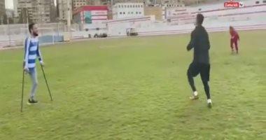 مباراة ثنائية بين الونش ولاعب بقدم واحدة فى الزمالك.. فيديو