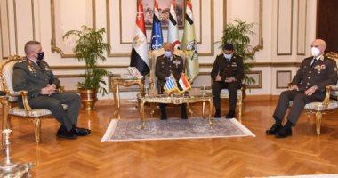 وزير الدفاع ورئيس الأركان يلتقيان رئيس هيئة الأركان اليونانى لبحث التعاون