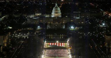 صور.. إضاءة ساحة الأعلام بواشنطن استعدادا لتنصيب بايدن